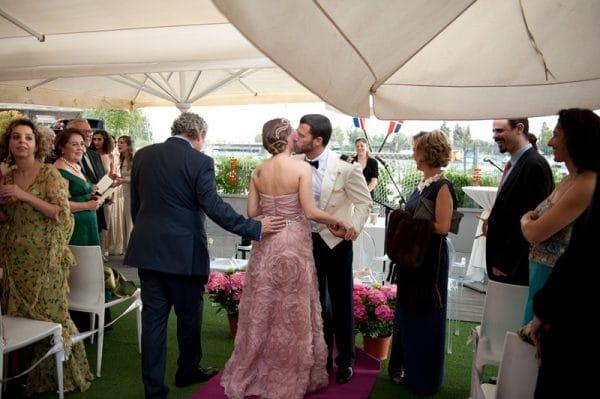 La perfecta prometida atr vete con el rosa en tu boda - Tu boda perfecta ...