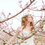 Flores en la cabeza para novias primaverales