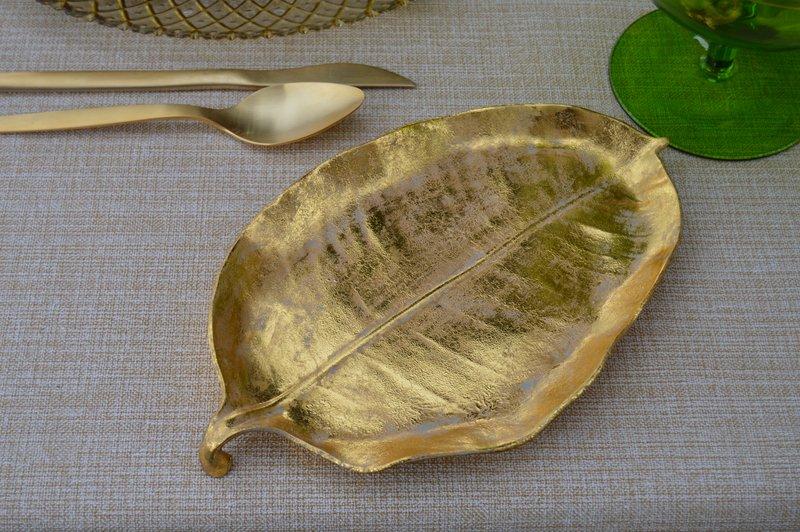 inspiración tropical mesa dorada