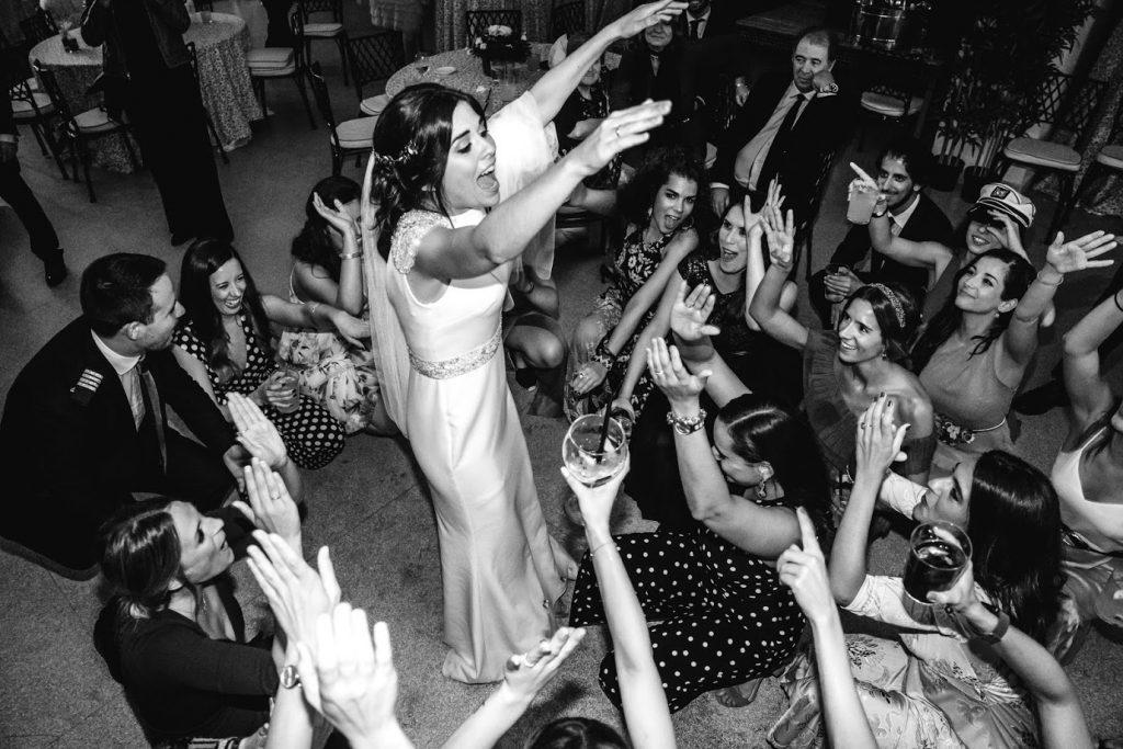 Momento fiesta en la boda B&T.